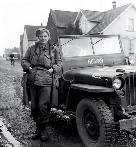 Lee Miller in combat fatigues, Alsace 1944; photo by David E. Scherman, Life magazine.