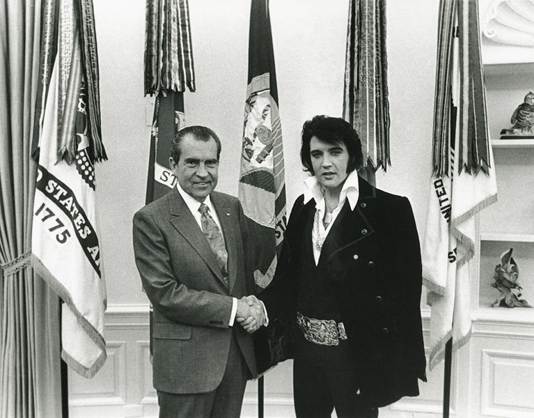 ElVis Presley Shakes hands with President Richard Nixon in 1970. [Photo source: Wikipedia]