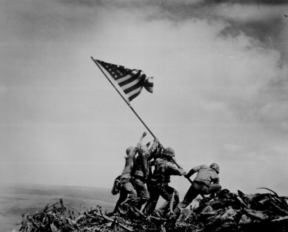 joel_rosenthal_raising_the_flag_iwo_jima_1945