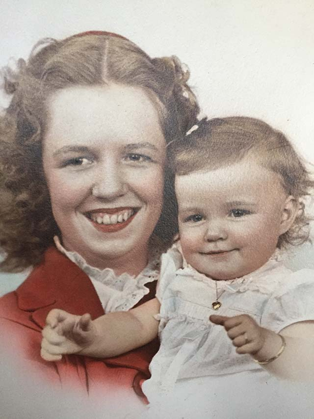 Mary Lou Willis with her daughter Diana circa December 1944.